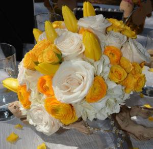 diseno unico de ramo de novia con rosas color marfil, Hortensias blancas, tulipanes amarrillos en miami, fl -orlando, fl y valencia , espana