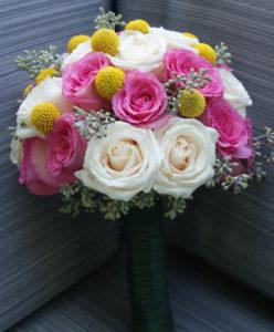 ramo para novia con rosas rosadas y color crema